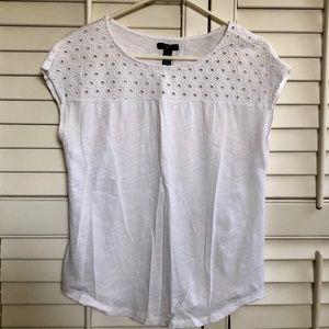 Gap white eyelet tee in great condition!